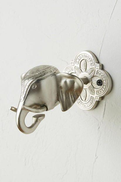 Tirador metálico con forma de elefante marca Anthropologie